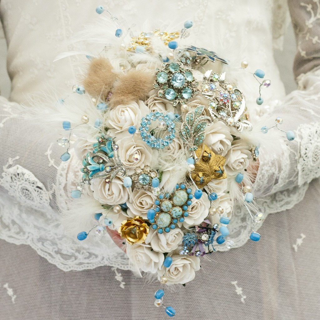 Get-Knotted.net Aqua Bouquet with Mink Butterfly from -ú85--ú350