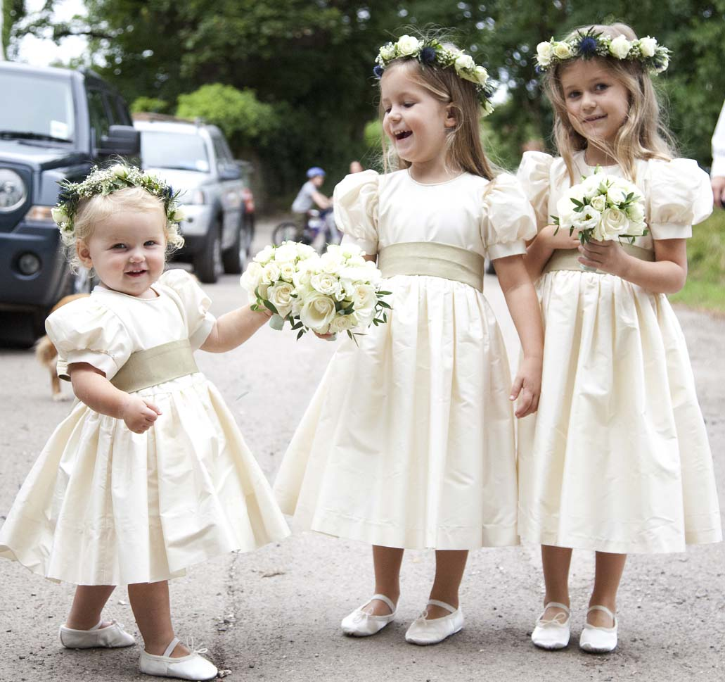 Wedding Flower Girl: How To Make Your Flower Girl Feel Like A Princess