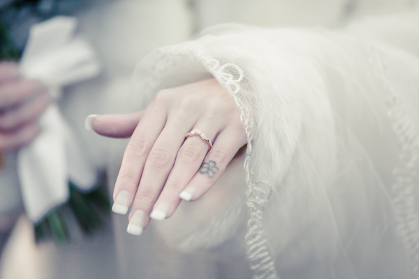 Winter wedding,  Vintage wedding, bridal hand shot, bridal wedding ring,  1940's Wedding Dress, mark pugh photography