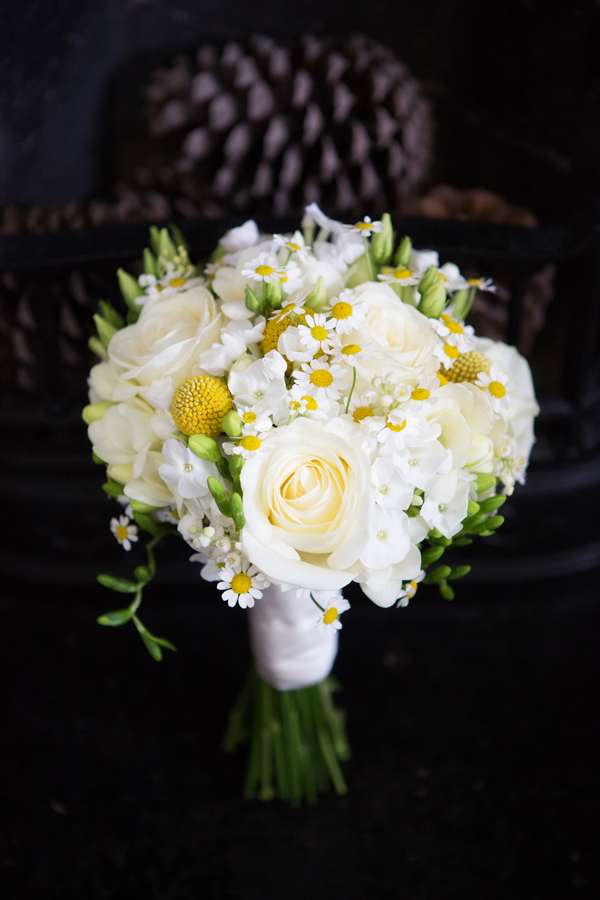 Hayley Ruth Photography Sturmer Hall, daisy and cream rose bouquet