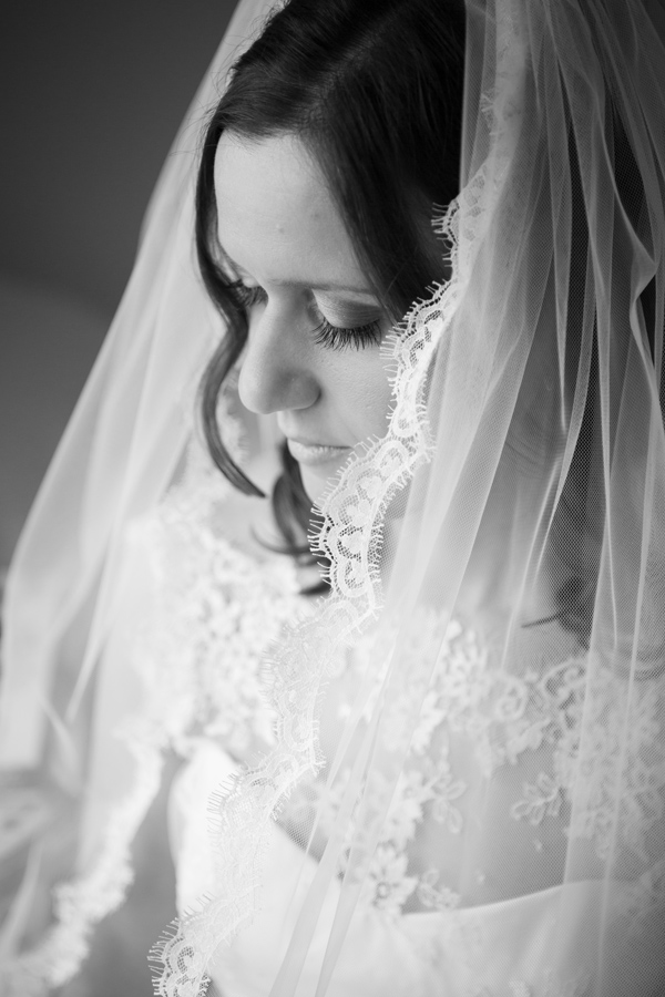 Hayley Ruth Photography, Sturmer Hall, bride, wedding veil, stephanie allin dress