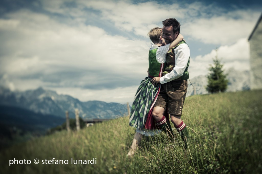 stefano lunardi photo, 2 people 1 life, austrian church, wedding, skipping