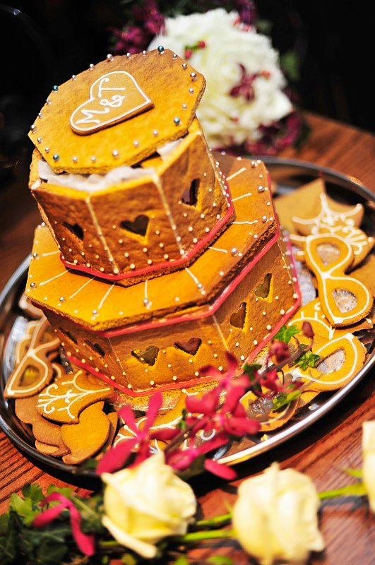 gingerbread wedding, gingerbread wedding cake, maid of gingerbread