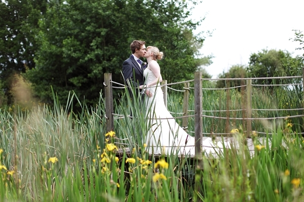 bride and groom, bridge, daffodils, david perkins wedding photography
