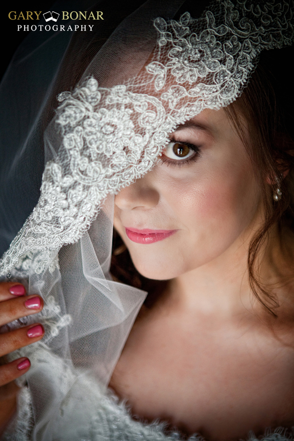 veil - etiquette bridal couture, earrings - LHG Designs, Gary Bonar Photo