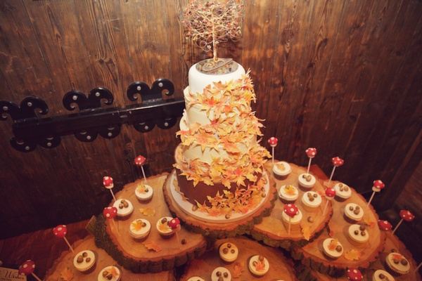 sutumnal wedding cake, lucy lou photo , codsall cupcakes