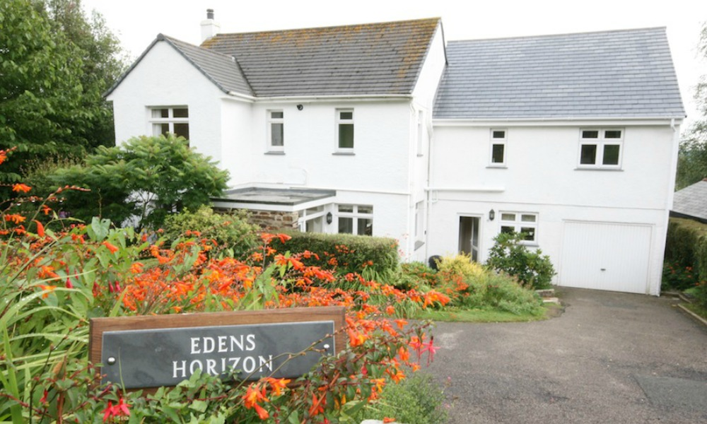 Relax with beautiful wedding accommodation at edens - Welcoming modern house with panoramic view serving flawless relaxation ...