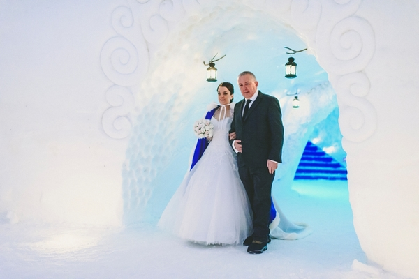 lapland-wedding-snowy-wedding-rob-grimes-hotography-destination-wedding-LUVATTUMAA- Ice-Chapel-Levi-Lapland (46)