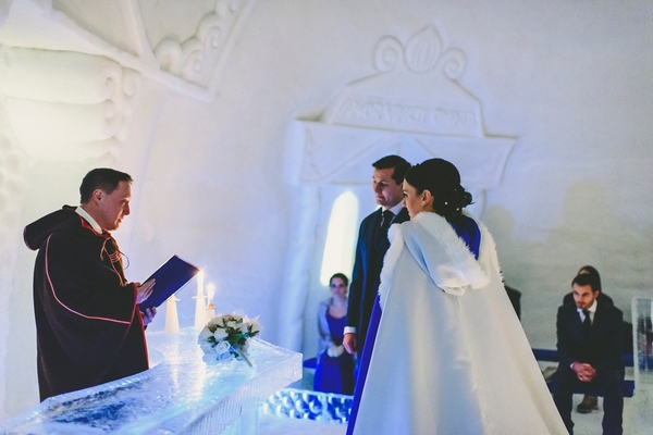 lapland-wedding-snowy-wedding-rob-grimes-hotography-destination-wedding-LUVATTUMAA- Ice-Chapel-Levi-Lapland (48)