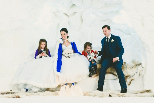 lapland-wedding-snowy-wedding-rob-grimes-hotography-destination-wedding-LUVATTUMAA- Ice-Chapel-Levi-Lapland (59)