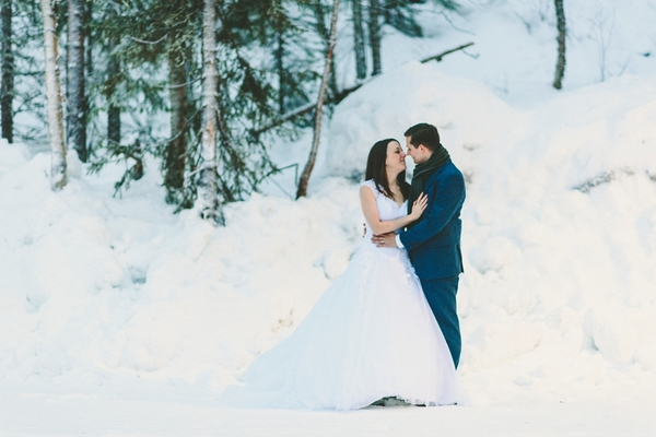 lapland-wedding-snowy-wedding-rob-grimes-hotography-destination-wedding-LUVATTUMAA- Ice-Chapel-Levi-Lapland (87)