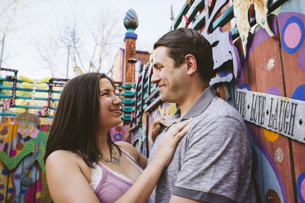 Randyland-Pittsburgh-Landmark-Sandra-Chile-Photography-Pittsburgh-Engagement-Schoot-Colourful-Engagement-Shoot 4