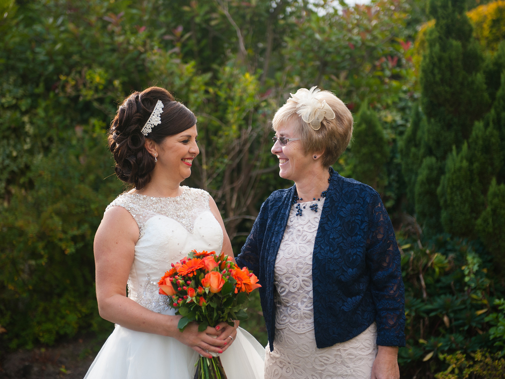 weekday-wedding-photos-jenny-mcavoy-autumn-wedding-autumnal-wedding-swinton-park-golf-club-yorkshire-wedding-ronald-joyce-dress (13)