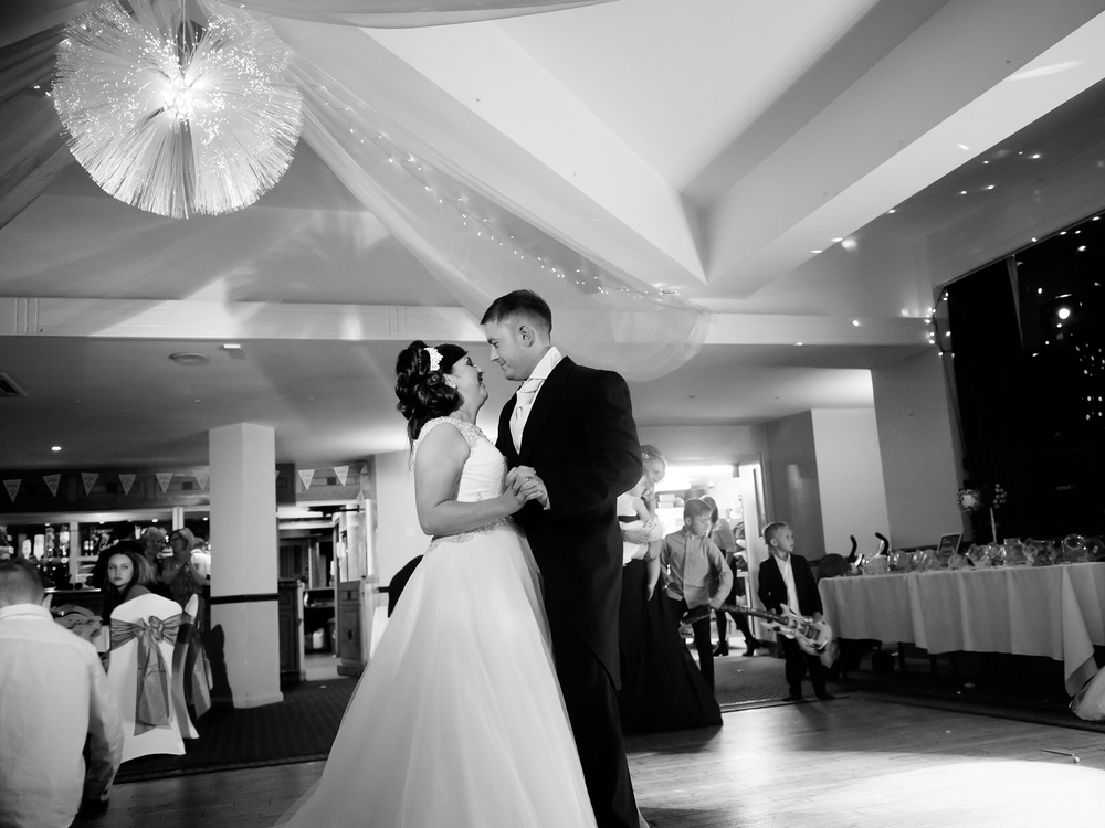 weekday-wedding-photos-jenny-mcavoy-autumn-wedding-autumnal-wedding-swinton-park-golf-club-yorkshire-wedding-ronald-joyce-dress (33)