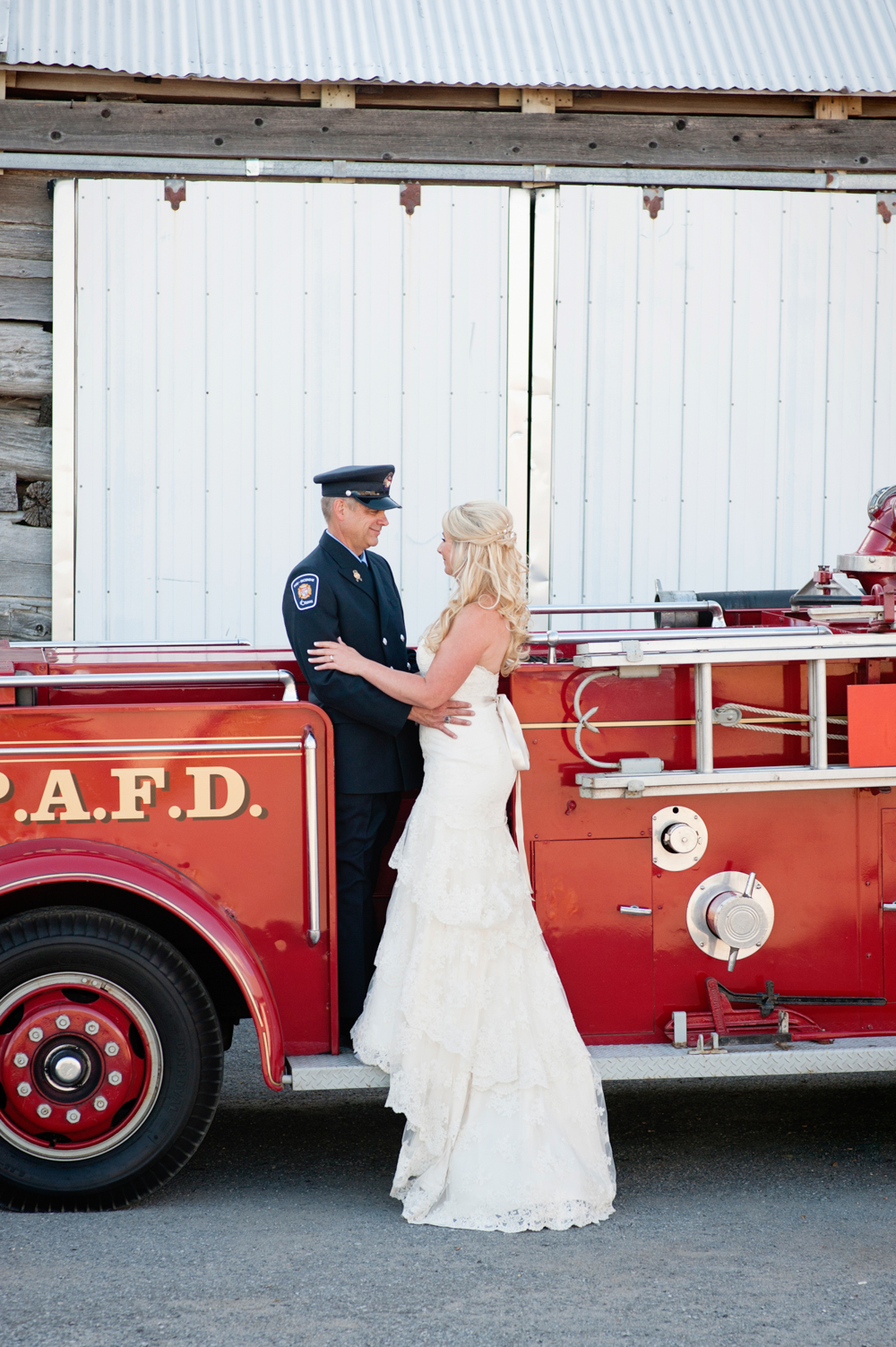 black-lamb-photography-ottawa-wedding-photographer-fire-fighter-themed-wedding-shoot-4