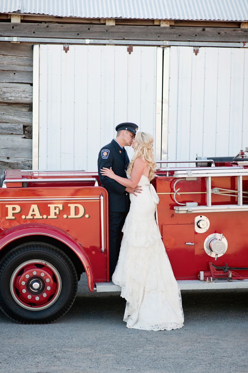 black-lamb-photography-ottawa-wedding-photographer-fire-fighter-themed-wedding-shoot-5