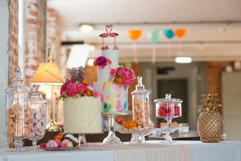 Yummy Little Cakes, cakes, Bespoke sweet treats, cakes , Image - Richard Murgatroyd Photography