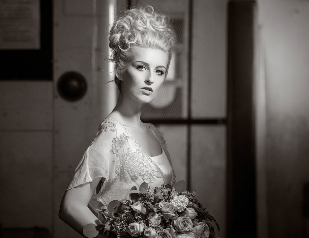 amber-tutton-model-pengelly-photography-colne-valley-railway-railway-bridal-shoot-14