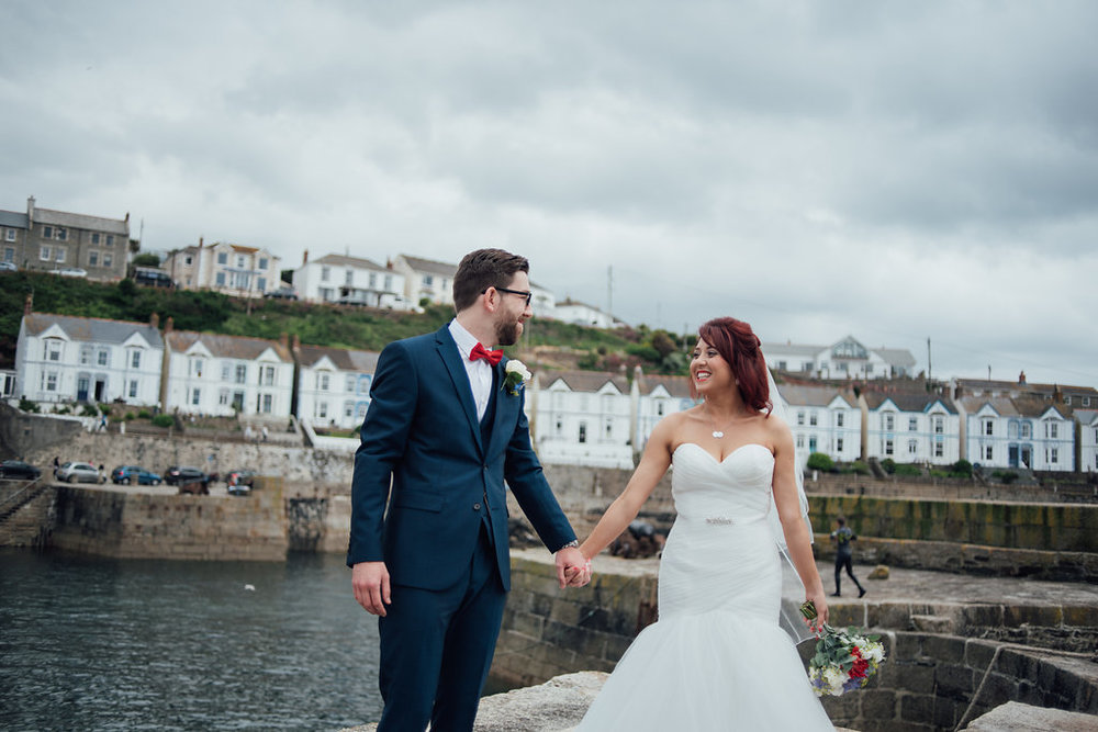 liberty-pearl-photography-cornwall-wedding-porthleven-wedding-red-and-blue-wedding-colour-palette-19