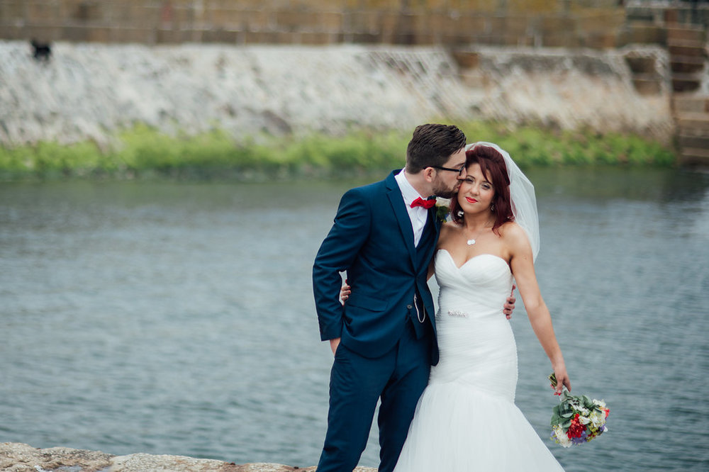 liberty-pearl-photography-cornwall-wedding-porthleven-wedding-red-and-blue-wedding-colour-palette-20