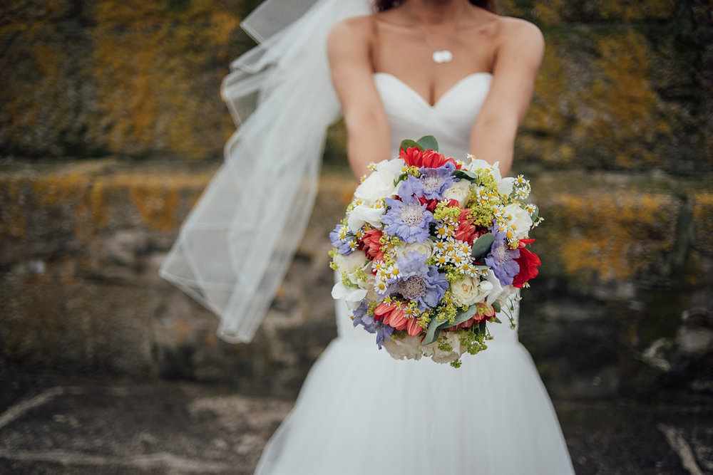 liberty-pearl-photography-cornwall-wedding-porthleven-wedding-red-and-blue-wedding-colour-palette-26