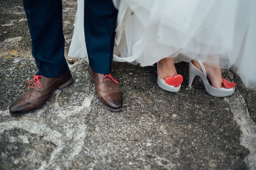 liberty-pearl-photography-cornwall-wedding-porthleven-wedding-red-and-blue-wedding-colour-palette-27