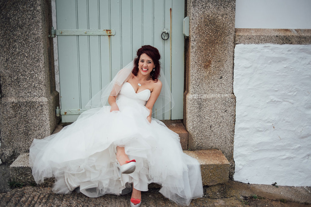liberty-pearl-photography-cornwall-wedding-porthleven-wedding-red-and-blue-wedding-colour-palette-30
