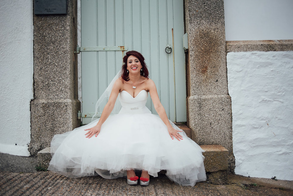 liberty-pearl-photography-cornwall-wedding-porthleven-wedding-red-and-blue-wedding-colour-palette-31