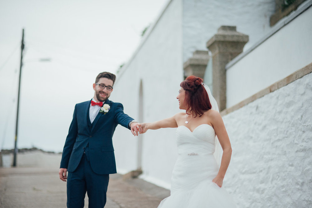 liberty-pearl-photography-cornwall-wedding-porthleven-wedding-red-and-blue-wedding-colour-palette-34