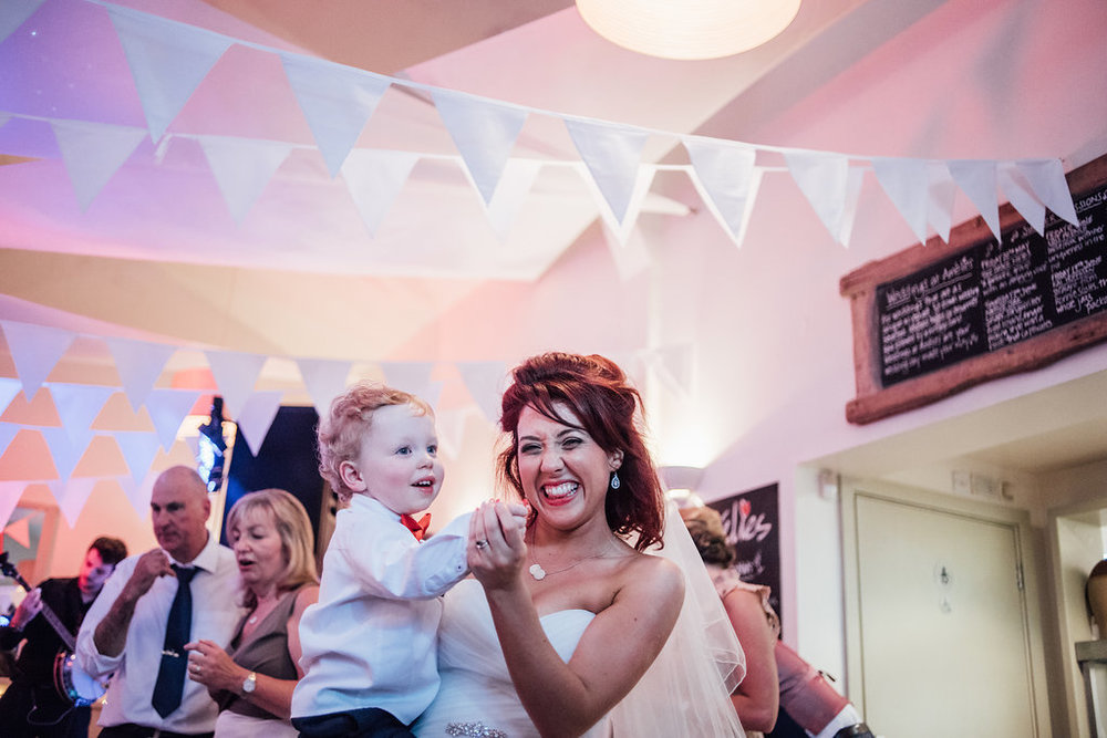 liberty-pearl-photography-cornwall-wedding-porthleven-wedding-red-and-blue-wedding-colour-palette-35