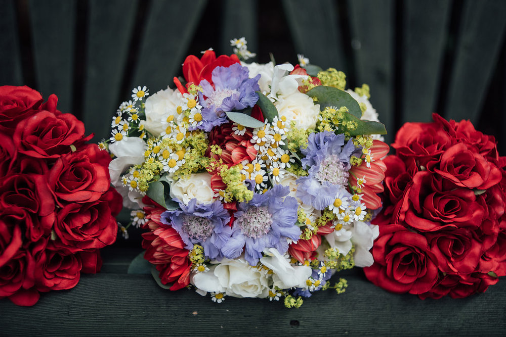 liberty-pearl-photography-cornwall-wedding-porthleven-wedding-red-and-blue-wedding-colour-palette-40
