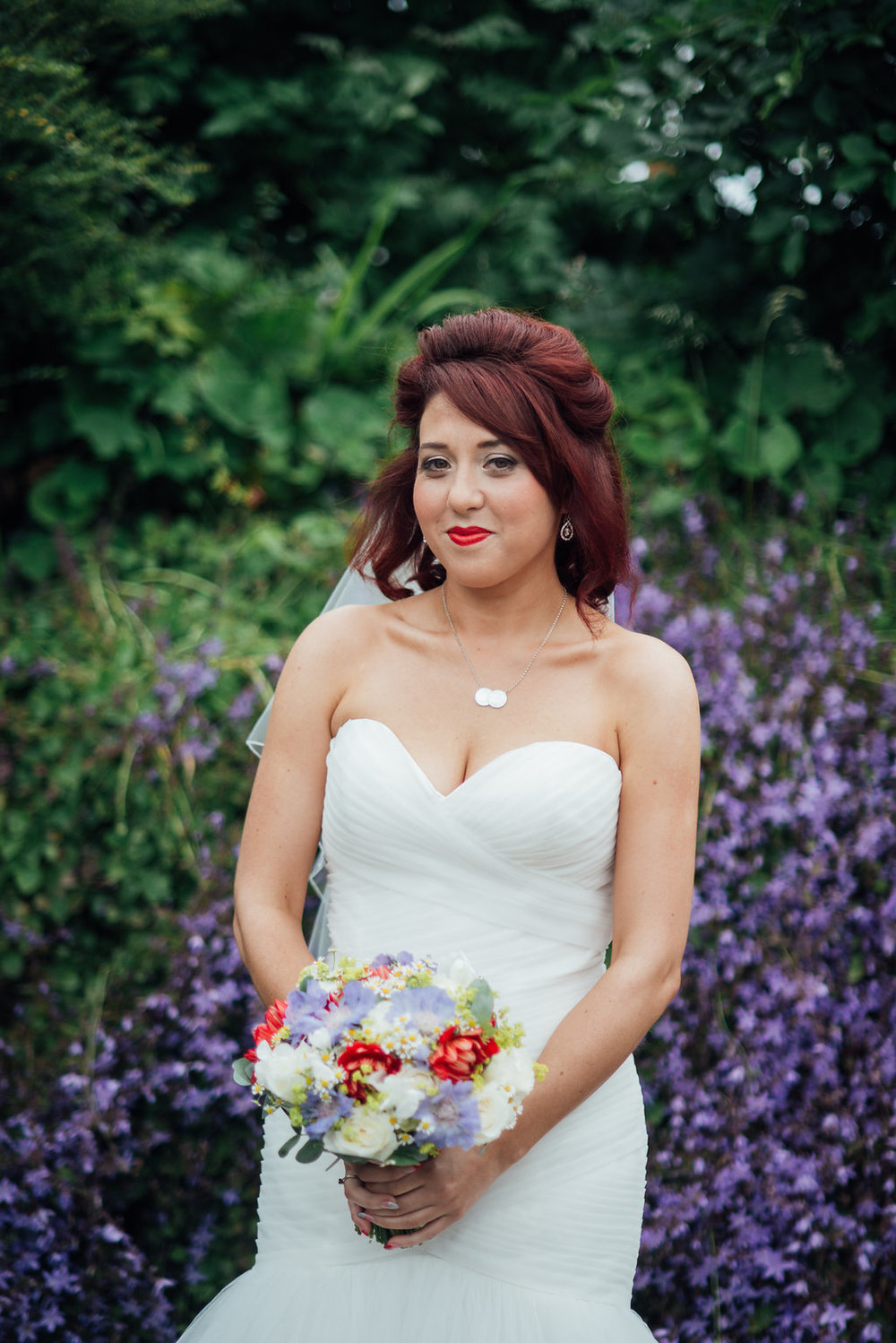 liberty-pearl-photography-cornwall-wedding-porthleven-wedding-red-and-blue-wedding-colour-palette-50
