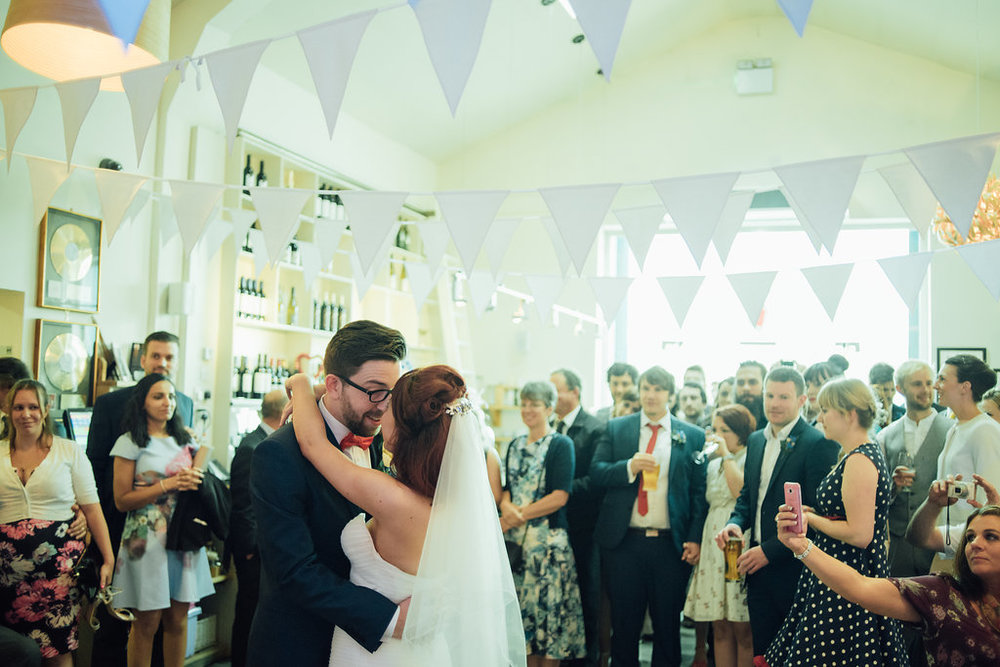 liberty-pearl-photography-cornwall-wedding-porthleven-wedding-red-and-blue-wedding-colour-palette-97