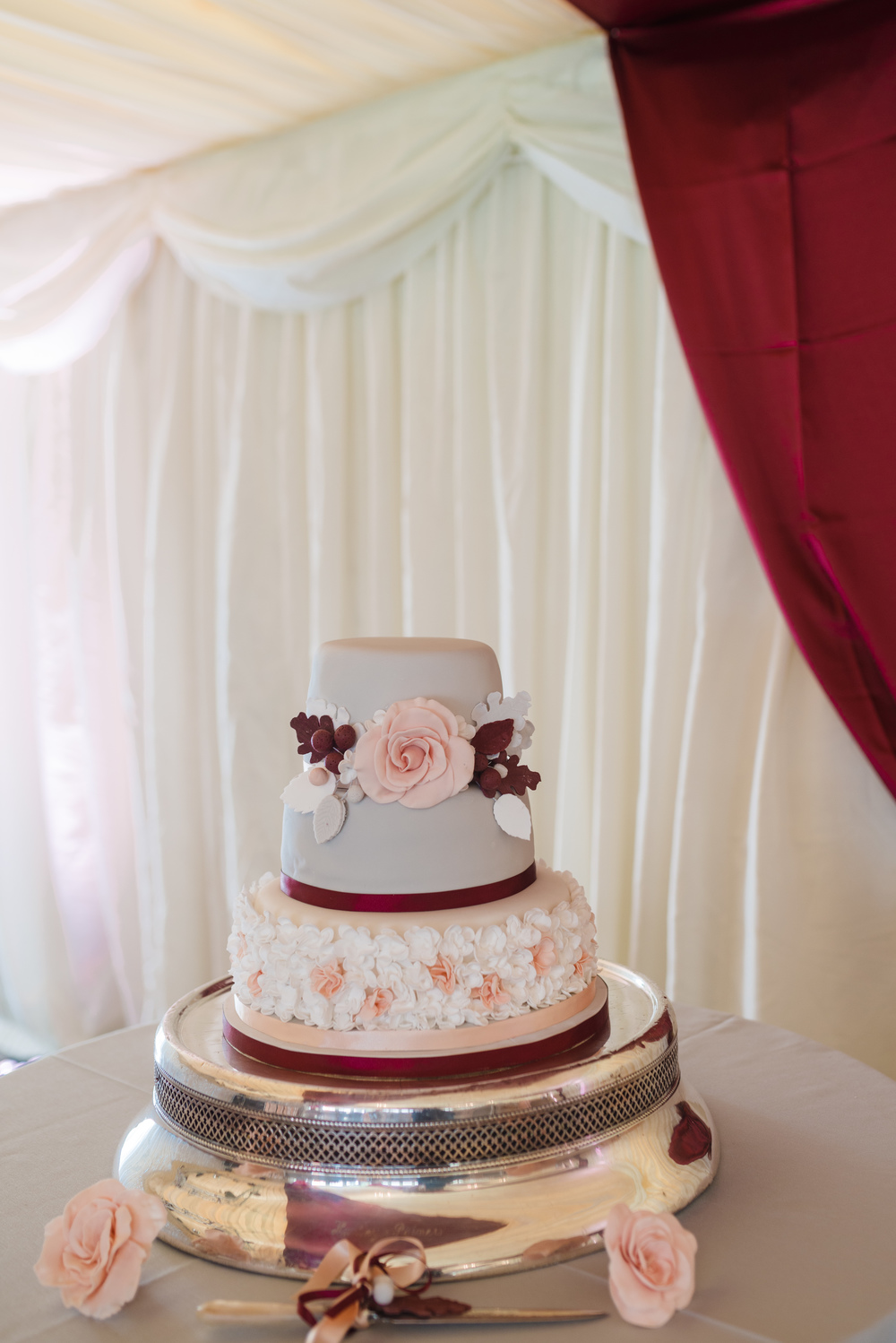 hannah-mcclune-photography-mill-house-hotel-swallowfield-rustic-wedding-burgundy-and-peach-wedding-74