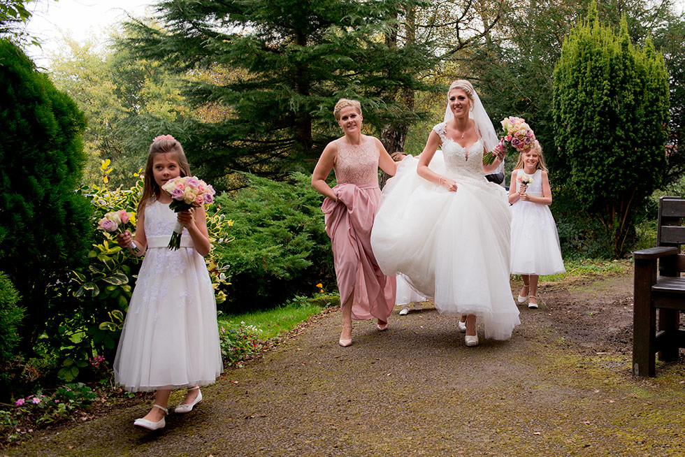 derbyshire-wedding-dusky-pink-and-silver-wedding-palette-autumn-wedding-matt-selby-photography-15