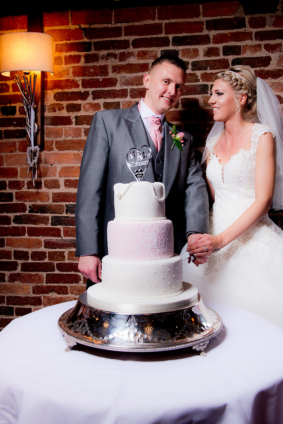 derbyshire-wedding-dusky-pink-and-silver-wedding-palette-autumn-wedding-matt-selby-photography-42