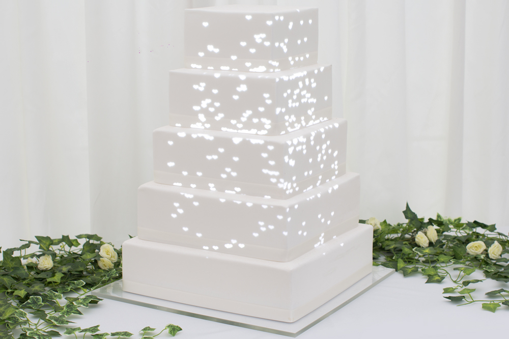 white-hearts, luma-bakery, projection-mapped-cakes, personalised-cake, wedding-cakes
