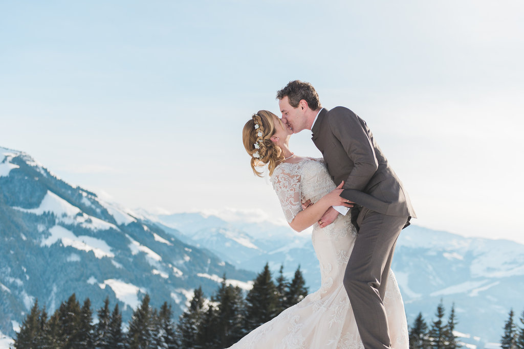 Forest Stoel Wit : A pretty austrian wedding with winter forest styling uk wedding