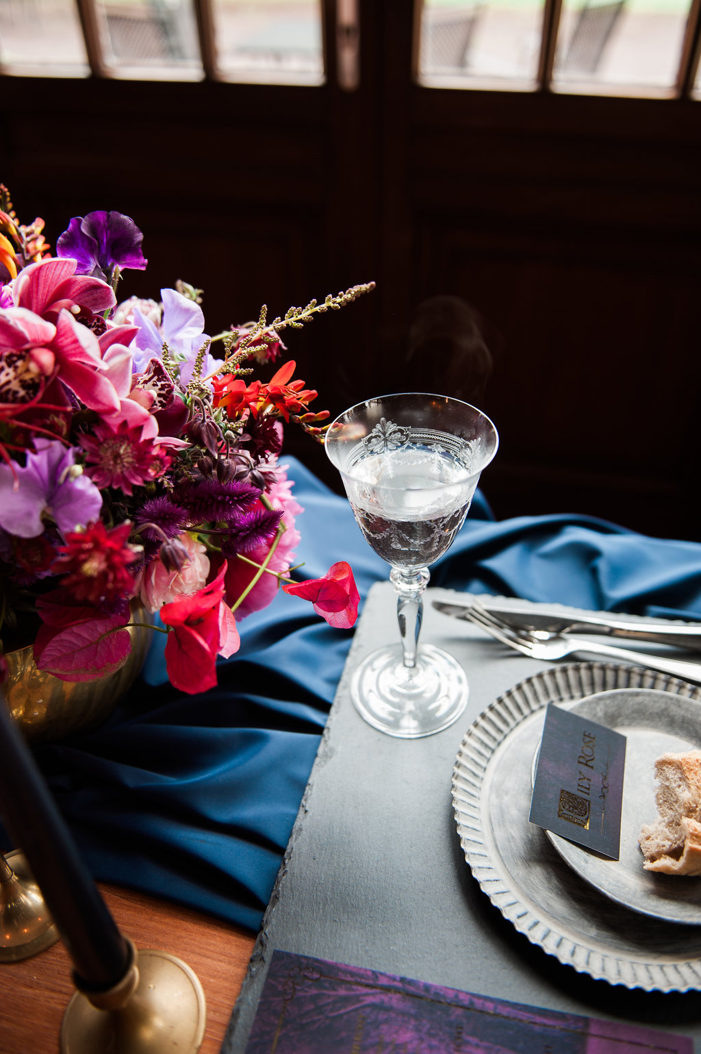 Dark Fairytale inspired Wedding - Wit Photography - table setting - crystal glass