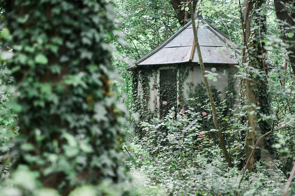 Dark Fairytale inspired Wedding - Wit Photography - Isle de L'Authie France - woods