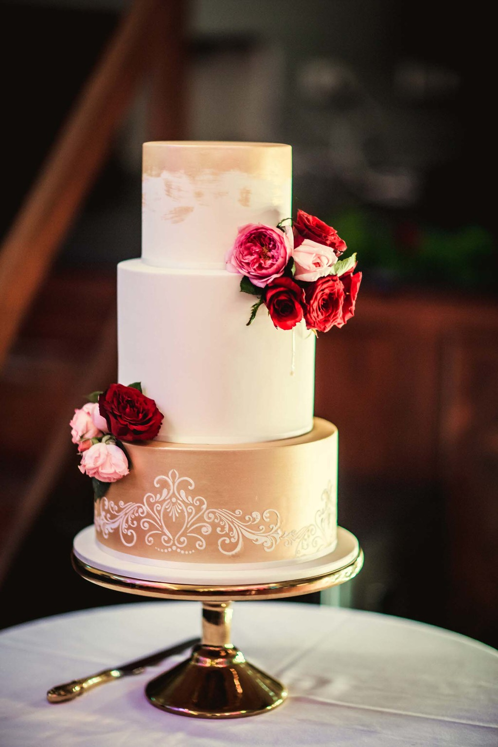 old hollywood inspired wedding - Clarte Photography - wedding cake